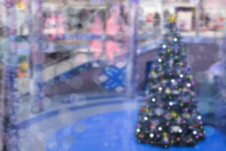 concept of holiday shopping. Blur the hall in the shopping center with Christmas decorations Banco de Imagens