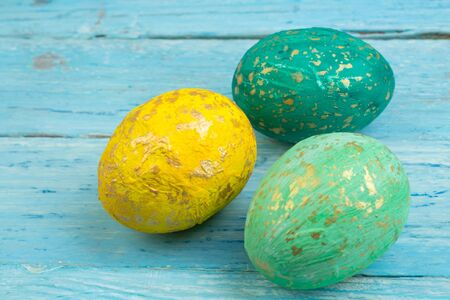 Happy Easter card. Colorful shiny easter eggs on wooden background. Copy space for text Banco de Imagens