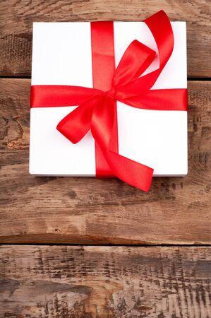 Christmas present on rustic wooden background. Gift box. Copy space 免版税图像