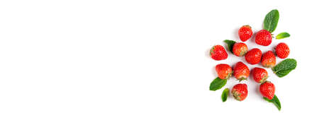 Fresh berries on white background, top view. Strawberry and mint leaf, flat lay. Summer background. Long format with copy space Banque d'images