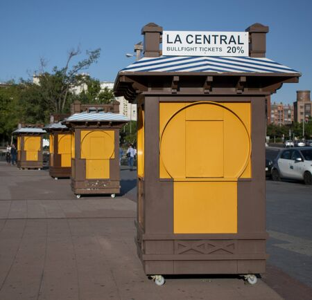 Alte Straßenstände für den Verkauf von Stiertickets