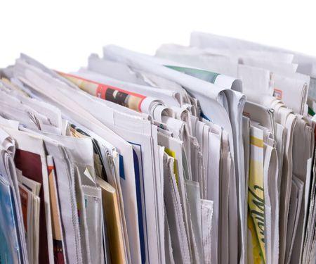 新聞、チラシ白い背景の上の鉛直杭