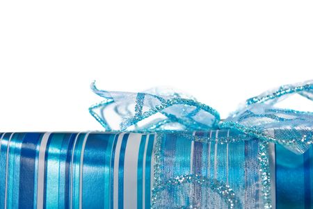 Blue glossy wrapped gift box decorated with a blue bow on white background Banque d'images