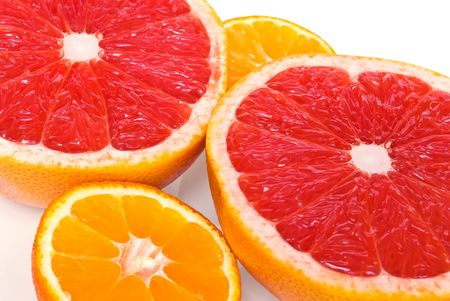 Red grapefruits and mandarines - half pieces Фото со стока - 6222958