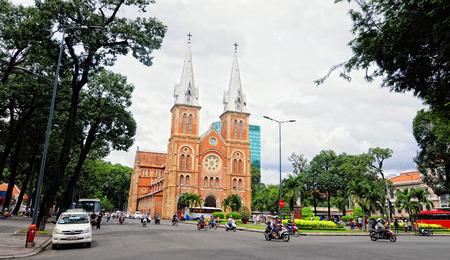 domination: SAIGON, VIETNAM - 02 de octubre de 2014. Notre Dame en Saig�n (Ho Chi Minh), Vietnam. Construido en la dominaci�n francesa (1880) y dise�ado por architecter J. Bourard.