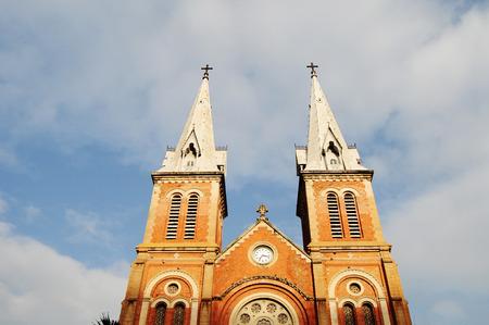 dominacion: Catedral de Notre Dame en Saig�n (Ho Chi Minh), Vietnam. Construido en la dominaci�n francesa (1880) y dise�ado por architecter J. Bourard.