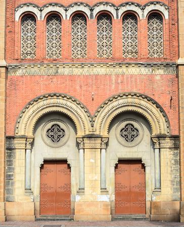 dominacion: Arquitectura Detalle de la catedral de Notre Dame, en Ciudad Ho Chi Minh, Vietnam. Construido en la dominaci�n francesa (1880) y dise�ado por architecter J. Bourard. Editorial