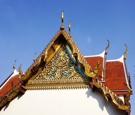buddhist temple roof: Delicate Thai art at roof top of Buddhist temple in Bangkok, Thailand. Stock Photo