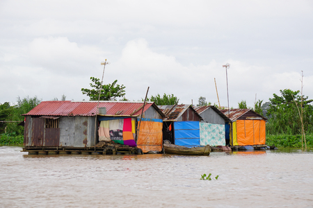 house float on water: Houses of local people staying along river in Mekong delta, southern Vietnam.