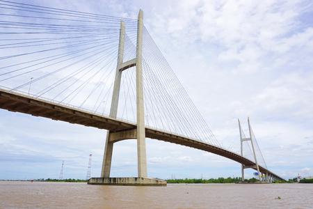 Can Tho CITY, VIETNAM - 28 juni, 2015 Mening van Can Tho tuibrug in Can Tho, het zuiden van Vietnam. De brug is momenteel de langste hoofdoverspanning tuibrug in Zuidoost-Azië. Stockfoto