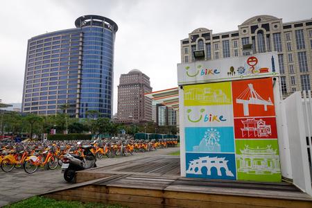 paso de peatones: Taipei, Taiwan - Jan 8, 2016. Office buildings located at downtown in Taipei, Taiwan.
