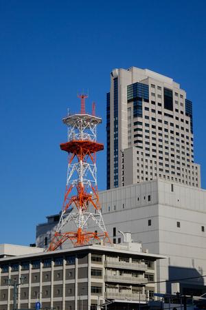 Tokyo, Japan - 28. Dezember 2015 Moderne Gebäude gelegen am Geschäftsgebiet in Tokyo, Japan. Tokio hat die größte Metropolenwirtschaft der Welt.