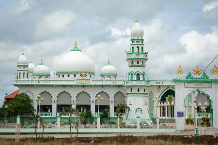 Giang, 베트남 -2005 년 10 월 2 일. 이슬람 모스크는 ChiangMay 마을 Giang, 베트남에에서 있습니다. Giang은 메콩 델타의 상류 지역에 위치합니다.
