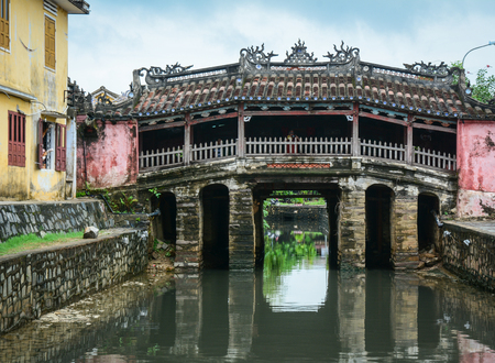 View of Japanese Bridge (Chua Cau) in Hoi An Ancient Town, Vietnam. Hoi an, formerly known as Fai-Fo, is a city of Quang Nam Province and noted since 1999 as a UNESCO World Heritage Site. Stock Photo