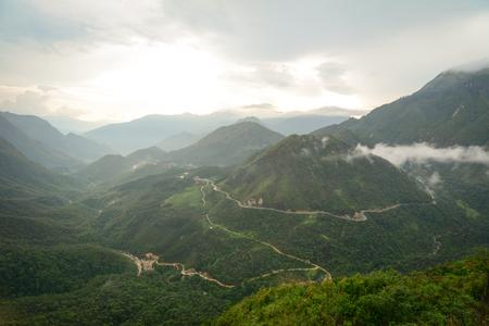 Cloudscape、ベトナム北部ラオカイ省サパ郡に近いファンシーパン山マウント。