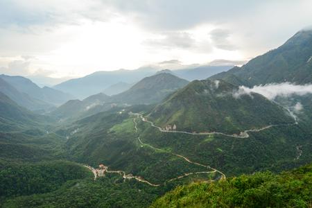 Mening van de Pas van O Quy Ho in Sapa, Vietnam. Sapa is een mooie, bergachtige stad in het noorden van Vietnam langs de grens met China.