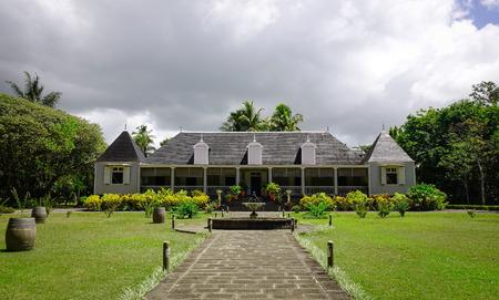 Vista frontal de la antigua mansión Eureka en Moka, Mauricio. La casa es una casa criolla única construida en 1830 situada junto al río Moka.