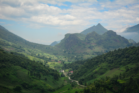 Mountain scenery at sunny day in Sapa Township, Northern Vietnam. Sa Pa is a quiet mountain town and home to a great diversity of ethnic minority peoples. Banco de Imagens