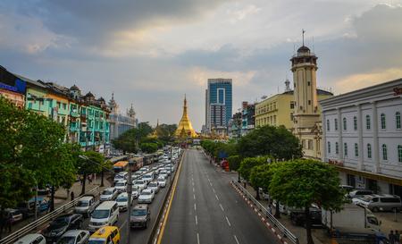 casa colonial: Yangon, Myanmar - Feb 1, 2017. View of main street with Sule Pagoda in Yangon, Myanmar. Yangon boasts the largest number of colonial-era buildings in Southeast Asia.