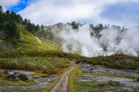 秋田県で晴れた日にビューの玉川温泉。多摩川は最高の流れ率温泉、日本で最も酸性の水です。