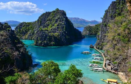 Coron 제도, 필리핀에서 청록색 바다와 아름 다운 야생 섬. 스톡 콘텐츠