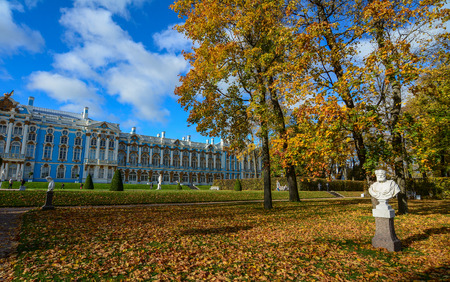 St Petersburg, Russia - Oct 7, 2016. Catherine Palace with autumn garden in Saint Petersburg, Russia. Catherine Palace is a Rococo palace located in the town of Tsarskoye Selo. Редакционное