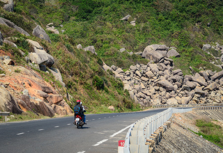 Nha Trang, Vietnam - Mar 21, 2016. A motorbike running on National Route 1A in Nha Trang, Vietnam. The total length of the Viet Nam road system is about 222,179 km. Banco de Imagens - 98650398