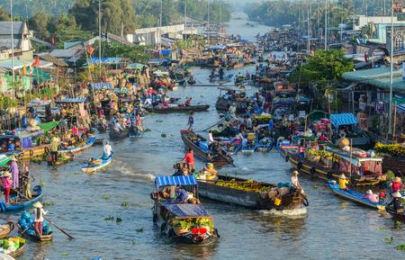 Mekong Delta, Vietnam - Feb 2, 2016. People with wooden boats at Nga Nam floating market in Mekong Delta, Vietnam. Редакционное