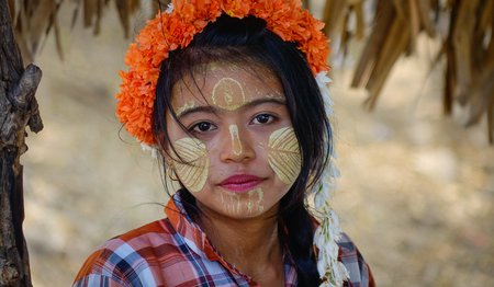 Bagan, Myanmar - Feb 22, 2016. A Burmese woman with thanaka paste on her face in Bagan, Myanmar. Thanaka is a yellowish-white cosmetic paste made from ground bark. Redakční
