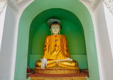 A Buddha statue at Shwedagon Pagoda in Yangon, Myanmar. Banco de Imagens