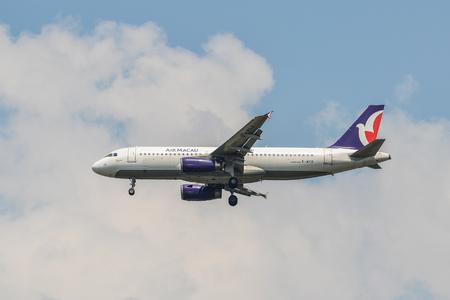 Bangkok, Thailandia - 21 aprile 2018. Un aereo Airbus A320 di Air Macau in atterraggio a Bangkok Suvarnabhumi Airport (BKK).