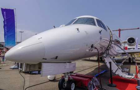 Singapore - Feb 10, 2018. Dassault Falcon 2000LX on display the aviation equipment exhibition in Changi, Singapore. 新聞圖片