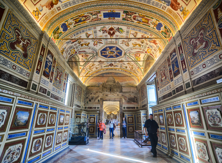 Vatican - Oct 16, 2018. People visit the Vatican Museums. In the museum, showcasing the most important masterpieces of Renaissance art in the world. Reklamní fotografie - 116396327