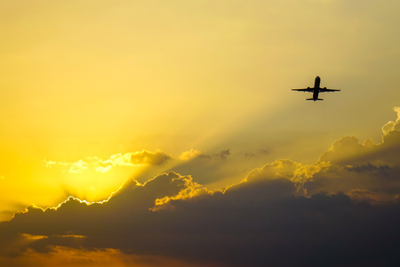 A passenger airplane taking off from the civil airport. Banco de Imagens