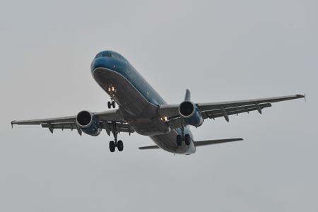 Saigon, Vietnam - 23.März 2019. Ein Airbus A321 Flugzeug von Vietnam Airlines (VN-A392) landet auf dem Flughafen Tan Son Nhat (SGN) in Saigon (Ho-Chi-Minh-Stadt), Vietnam.