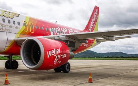 Dalat, Vietnam - Sep 15, 2018. An Airbus A320 airplane of Vietjet Air docking at Lien Khuong Airport (DLI) in Dalat, Vietnam. Stock fotó
