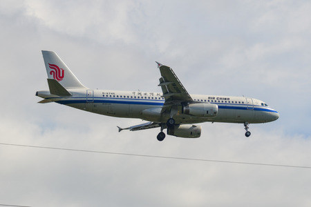 Phuket, Thailand - Apr 4, 2019. An Airbus A320 airplane of Air China (B-6745) landing at Phuket Airport (HKT). 版權商用圖片