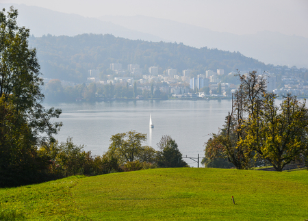 Rural scenery at summer day in Luzern, Switzerland. Luzern is home to many peaceful countryside scenes. 版權商用圖片 - 122891339