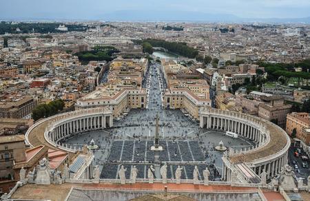Vaticano - 14 ottobre 2018. Veduta aerea di Piazza San Pietro della Città del Vaticano. Vista dall'alto della Basilica di San Pietro.