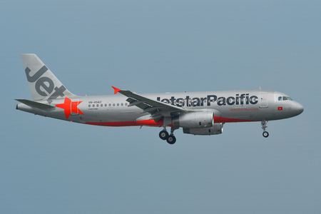 Saigon, Vietnam - May 11, 2019. VN-A562 Jetstar Pacific Airlines Airbus A320 landing at Tan Son Nhat Airport (SGN). 新聞圖片