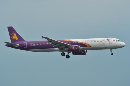 Saigón, Vietnam - 11 de mayo de 2019. XU-350 Camboya Angkor Air Airbus A321 aterrizando en el aeropuerto Tan Son Nhat (SGN). Editorial