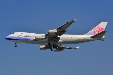 Sajgon, Wietnam - 18 marca 2019 r. B-18716 China Airlines Cargo Boeing 747-400F ląduje na lotnisku Tan Son Nhat (SGN).