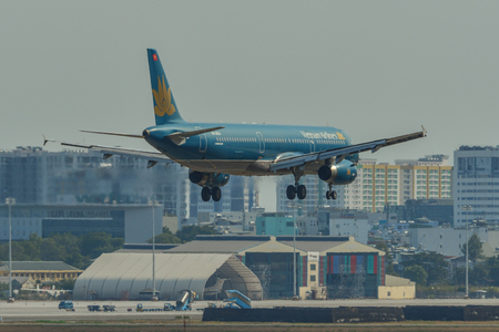 Saigon, Vietnam - Apr 23, 2019. Vietnam Airlines VN-A604 (Airbus A321) landing at Tan Son Nhat Airport (SGN). Stockfoto - 124284748
