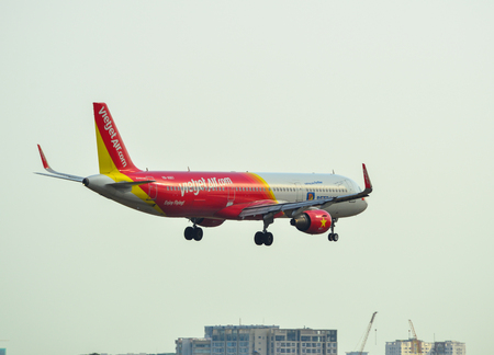 Saigon, Vietnam - Apr 23, 2019. VN-A667 VietJet Air Airbus A321 landing at Tan Son Nhat Airport (SGN). Stockfoto - 124284750