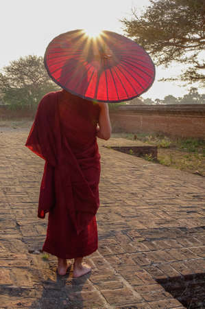 A young monk standing at Buddhist pagoda in Bagan, Myanmar. 版權商用圖片