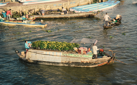 Soc Trang, Vietnam - Feb 2, 2016. Floating market in Nga Nam District, Soc Trang, Vietnam. Floating market is a very typical activity in Mekong Delta. 에디토리얼