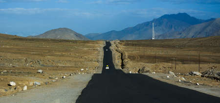 Mountain road of Ladakh, Northern India. Ladakh is the highest plateau in India with much of it being over 3,000 m. 版權商用圖片