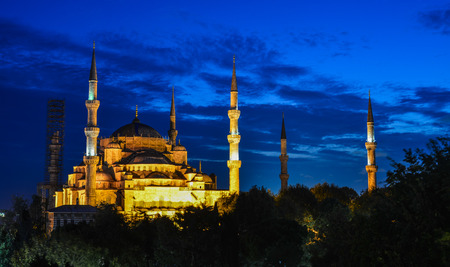 Istanbul, Turkey - Sep 28, 2018. Famous Blue Mosque at twilight in Istanbul, Turkey. The Blue Mosque was constructed between 1609 and 1616 during the rule of Ahmed I. 新聞圖片