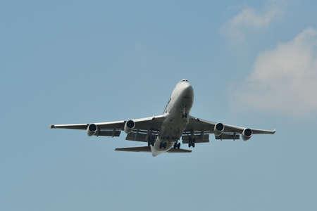 Bangkok, Thailand - Apr 21, 2018. Cargolux Boeing 747-400F landing at Suvarnabhumi Airport (BKK). BKK is one of the biggest airports in Southeast Asia. 新聞圖片