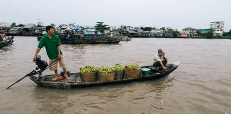 Can Tho, Vietnam - Jul 15, 2013. Wooden boats at Cai Rang Floating Market in Can Tho, Vietnam. Can Tho is famous for its floating markets, delicious food and fresh fruits. 新聞圖片